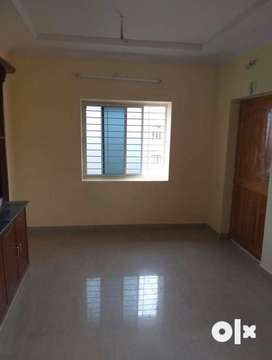 New 2 bedroom flat woth cupboards and newly painted with pleasent env
