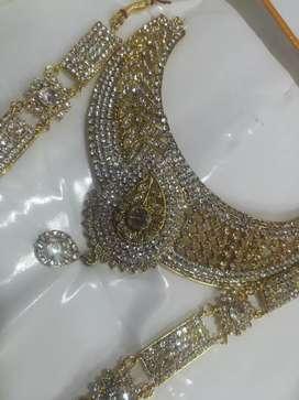 Low prize rental jewellery items