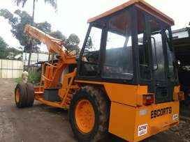 ESCORT CRANE 10 TONS FOR SALE  , FULL CONDITION , PRICE - 400000 + GST