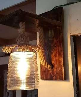 Lampu antik dari kayu