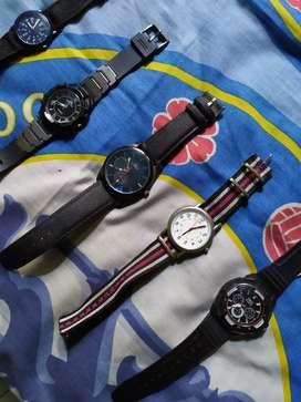 Berbagai macam jam tangan second murah