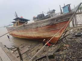 Kapal kayu bekas