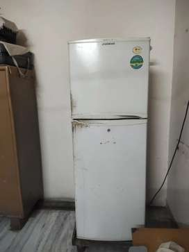 LG fridge 5years ago very good condition