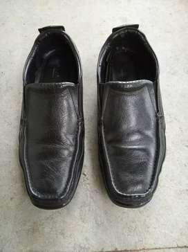 Gents Shoe size-9 Only 3,month use.Rs 750