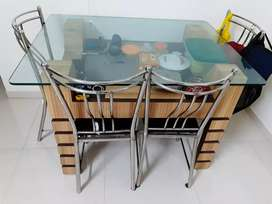 Attractive Dining table in good condition with 4 chairs