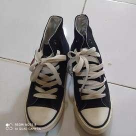Sepatu sekolah osaga