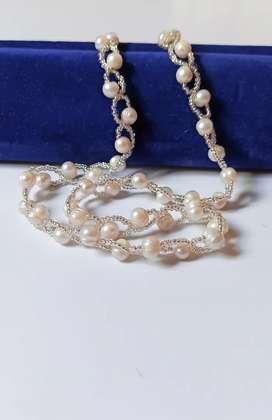 Kalung Mutiara Asli Berhias Manik Putih