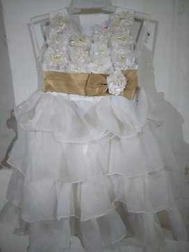 Dress layer impor warna putih size 3-4 y