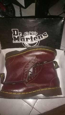 Sepatu Dr.  Martins