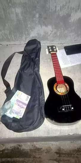 Di jual gitar ukulele murah