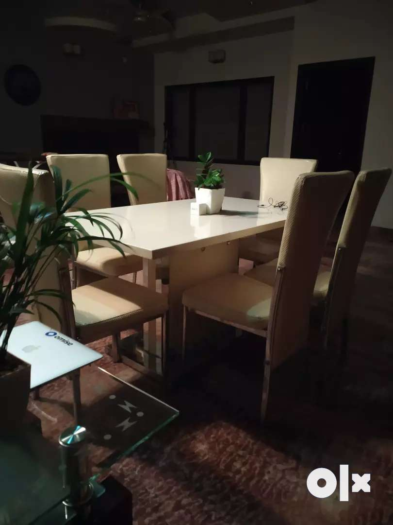 Luxury Marble white dining table, new condition 0