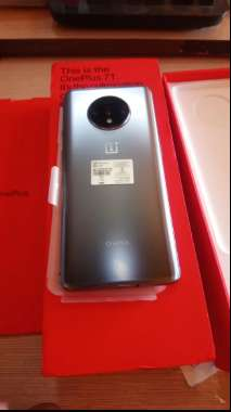 Good Condition of Oneplus 7T is available with warranty and bill