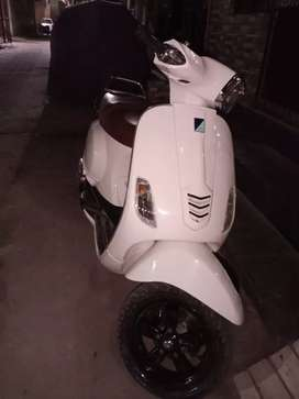 Vespa SXL 2nd owner brand New condition new battery new tyre  new