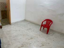 Rooms are available for rent at Mehmoorganj vns