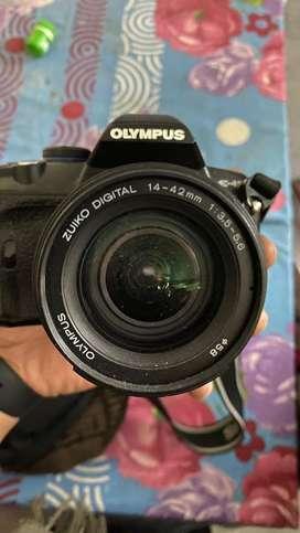 Olympus E-450 , Digital Camera 7.2 v ,14-44 mm ,