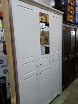 Lemari pakaian kayu 3 pintu bisa kredit tanpa kartu kredit FreeAdmin
