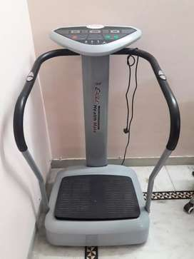 Vibrating slimming machine