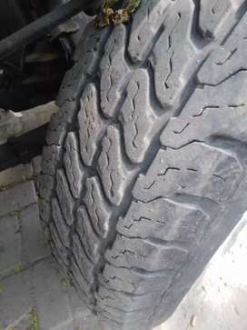 Tyres and hollow rims