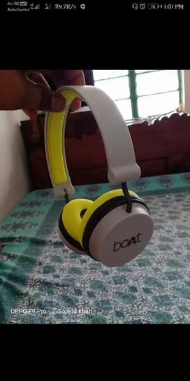 Its a BOLT brand headphones .it is in its best condition.