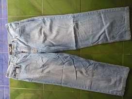 Celana jeans 3/4 merk Boss ORI size 35 kondisi mulus terawat