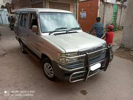 Qualis 2004 FS, 10 Seater, Central Ac, Power steering, Silver colour.