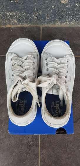 Sepatu anak Keds (Sneakers)