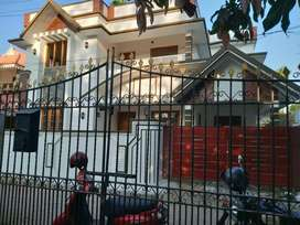 5 cent 2000 sqft 4 bhk new build  at paravur aluva road thattampady