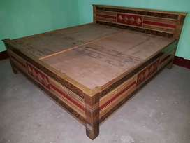 Decorative bed having size 6/6.5 king size