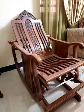 Rocking chair with free cushion