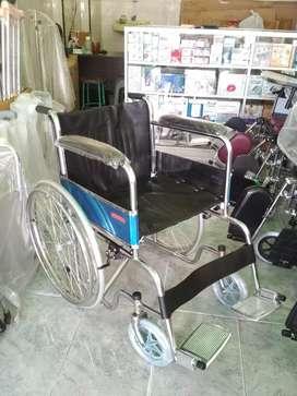 Kursi roda standar ban mati