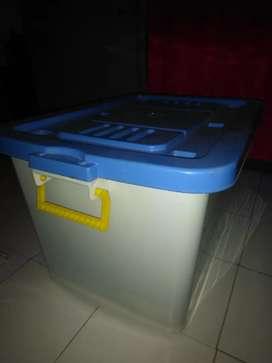Box polimer plastik ,tahan banting,4 roda dibawah