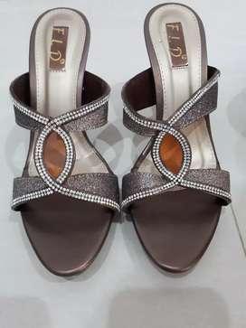 Sepatu pesta mewah