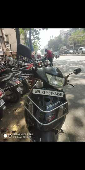 Good condition scooty good avarage ladies used black coulur mrf new tr
