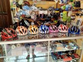 Helm sepeda dengan pad