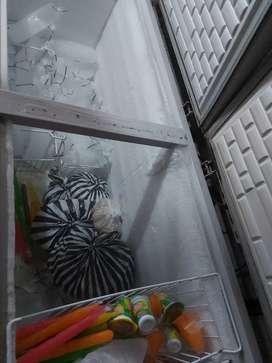 Dijual cheest freezer GEA kapasitas 715 liter siap, masih original