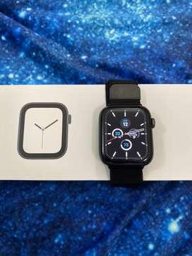 Apple Watch Series 4 Space Gray Aluminium Case 44 MM Black Sport Band