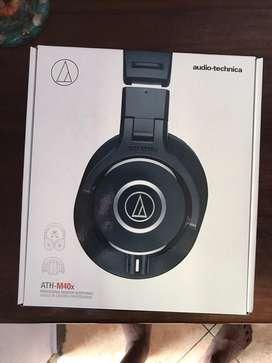 Audio Technica ATH - M40x 98% like new