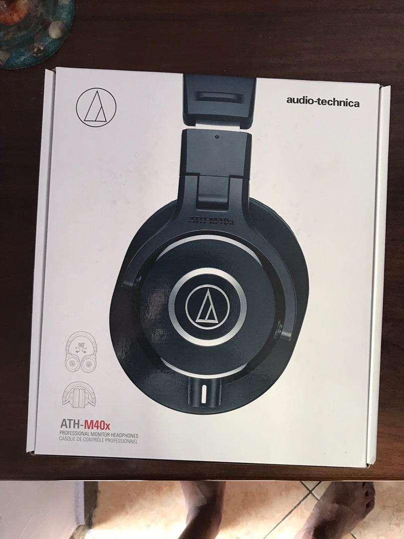 Audio Technica ATH - M40x 98% like new 0