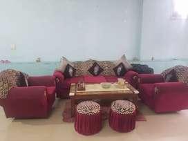 I a. Selling sofa set