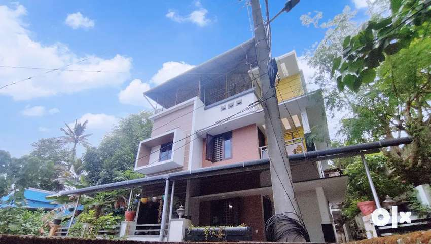 Kowdiar kuravnkonm 4BHK HOUSE NO CAR ACCESS