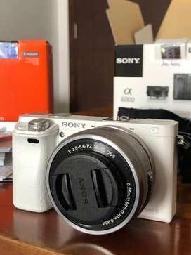 Sony A6000 + 2 Lens (Kit & E35 F1.8 Fix Lens)