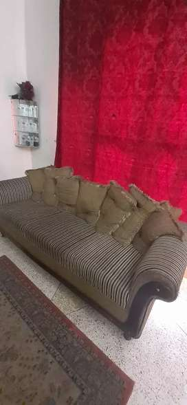 Sofa set with good condition 15000