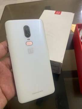 One Plus 6 Brand new condition zero scrathes fully working