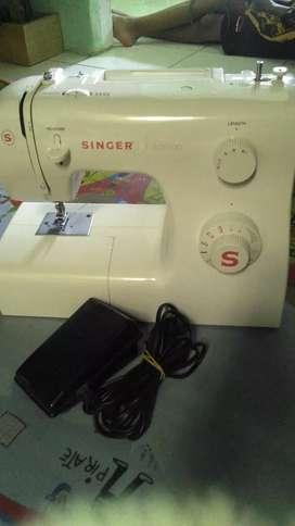 Mesin jahit Singer portabel tipe 2250 13 pola jahitan.listrik 85w