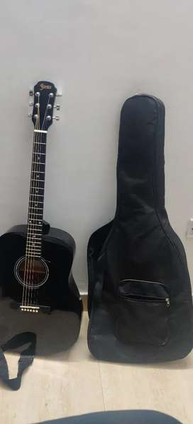 Guitar jumbo Branded for sale urgently