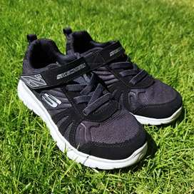(Preloved) Sepatu Skechers uk. Eur 32 Hitam