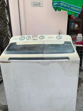 Samsung 7.2 kg semi-automatic in proper working condition.no any prblm