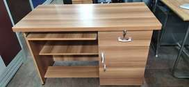 WOODEN .OFFICE TABLE 2+4 size .all type size model .available.