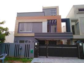 10 Marla 5 Bed Double Unit Almost Brand New House Bahria Town Lahore