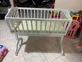 Tempat Tidur / Ranjang Goyang Bayi